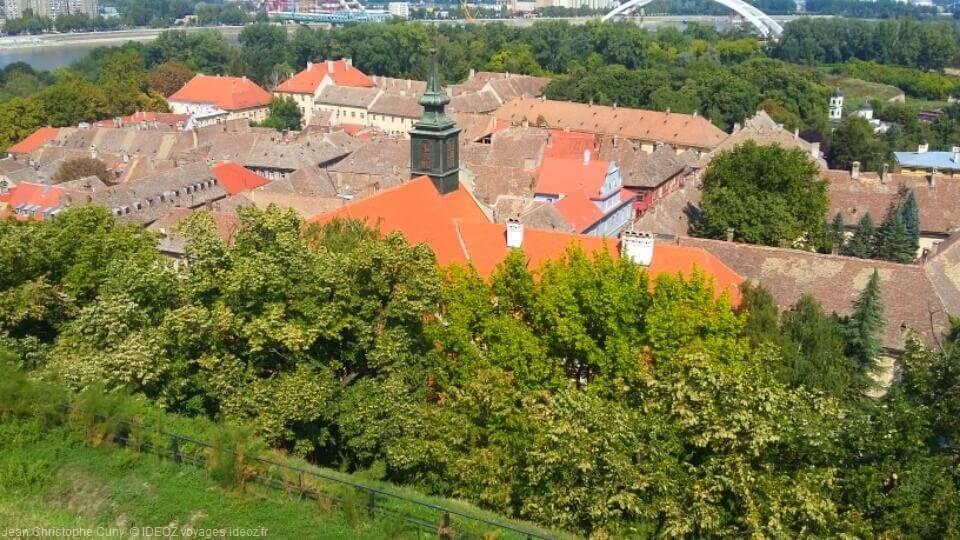 Vue depuis Petrovaradin forteresse du danube en Serbie