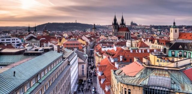 Prague surnommée la ville aux 100 clochers