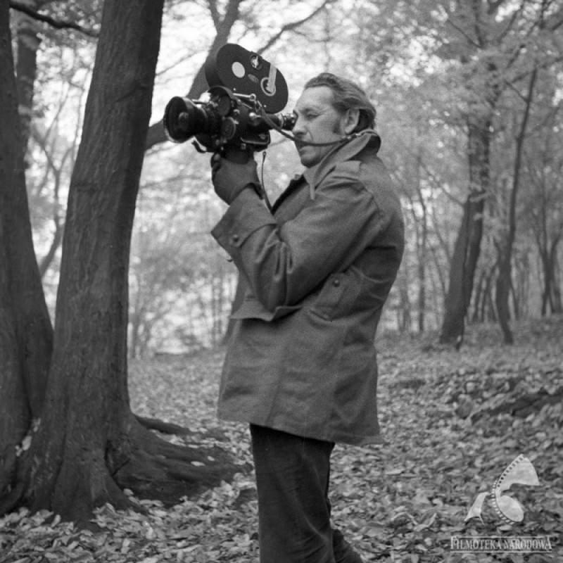 andrzej wajda cineaste polonais avec sa camera