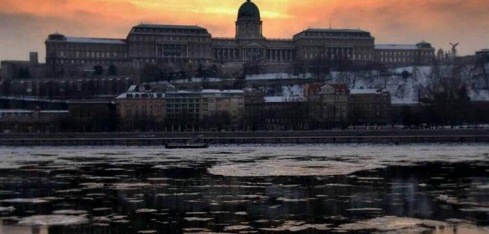 budapest en hiver vue du chateau sous le soleil couchant