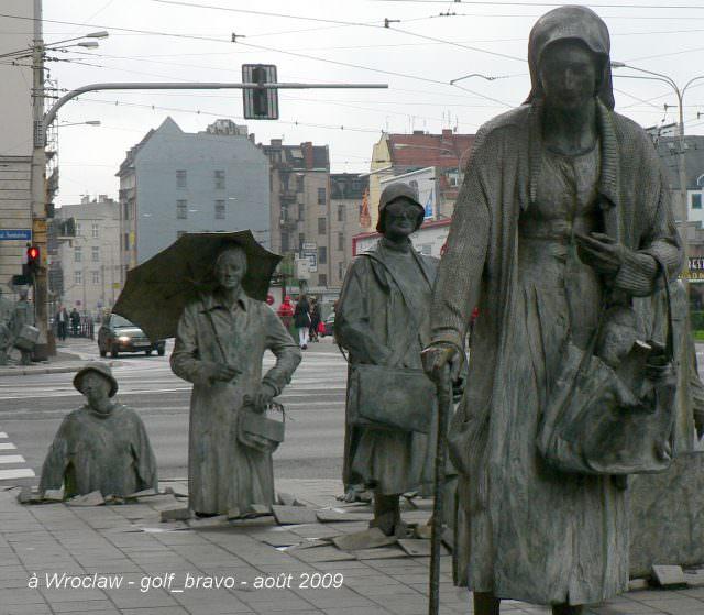 Pologne Wroclaw statues sur le trottoir