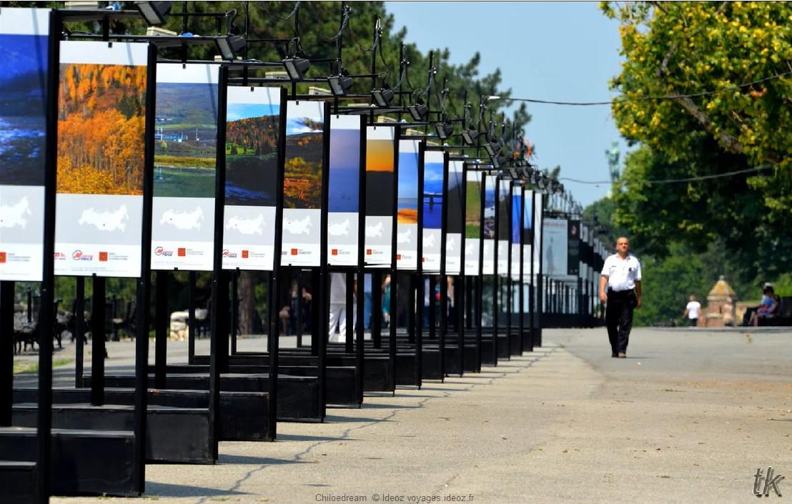 Exposition sur les paysages de Serbie dans le parc Kalemegdan à Belgrade