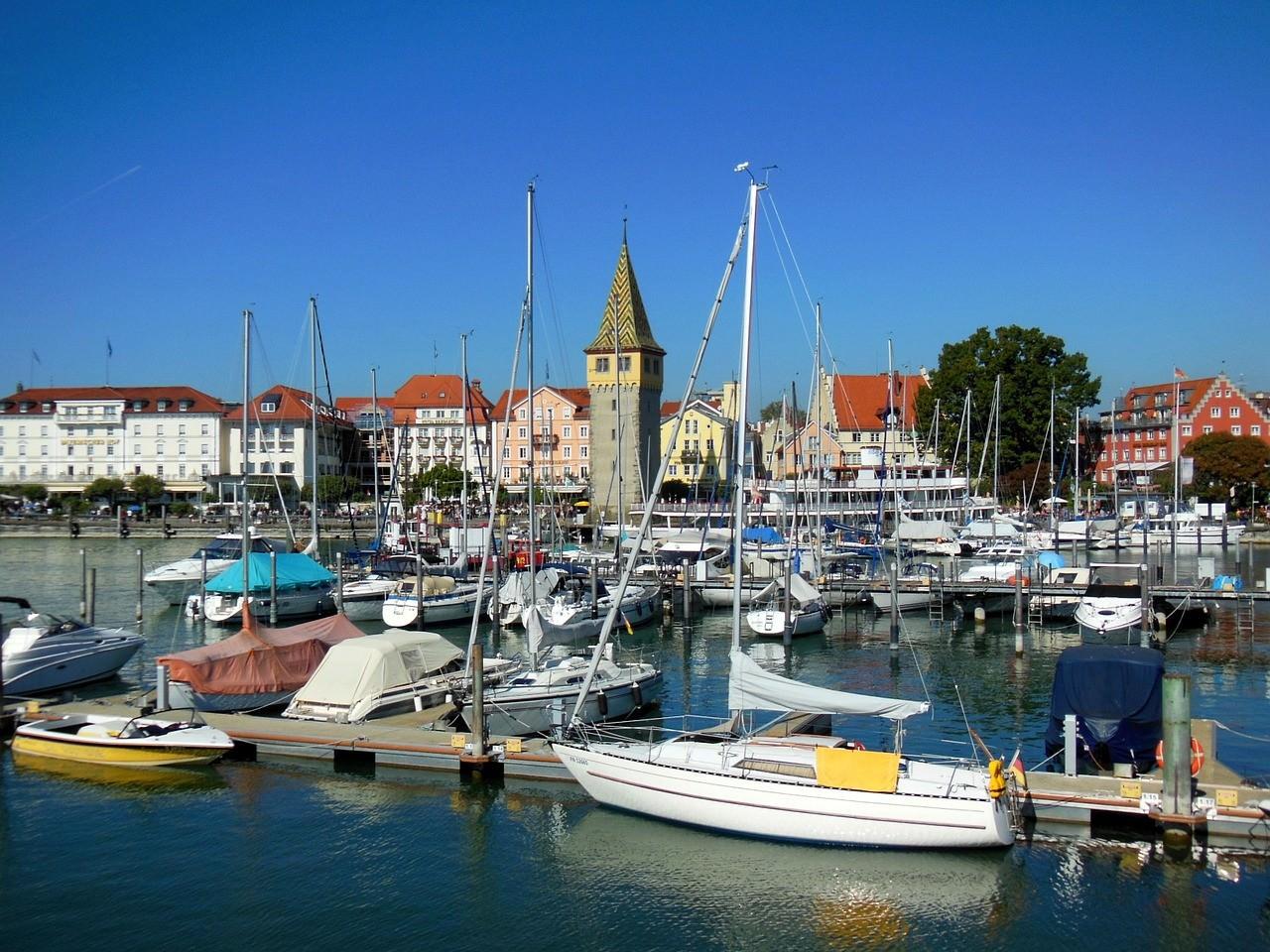 Petits bateaux dans le port de Lindau