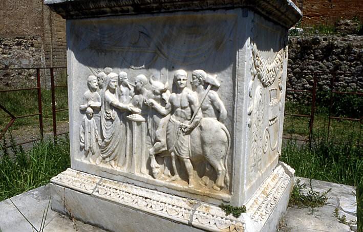 Pompei autel consacré à Vespasien