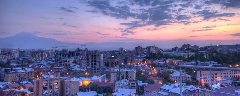 Yerevan à la tombée du jour