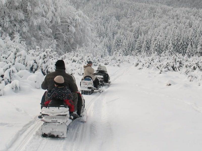 Moto des neiges à Korenica en hiver