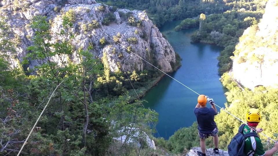 Tyrolienne dans le canyon de cetina
