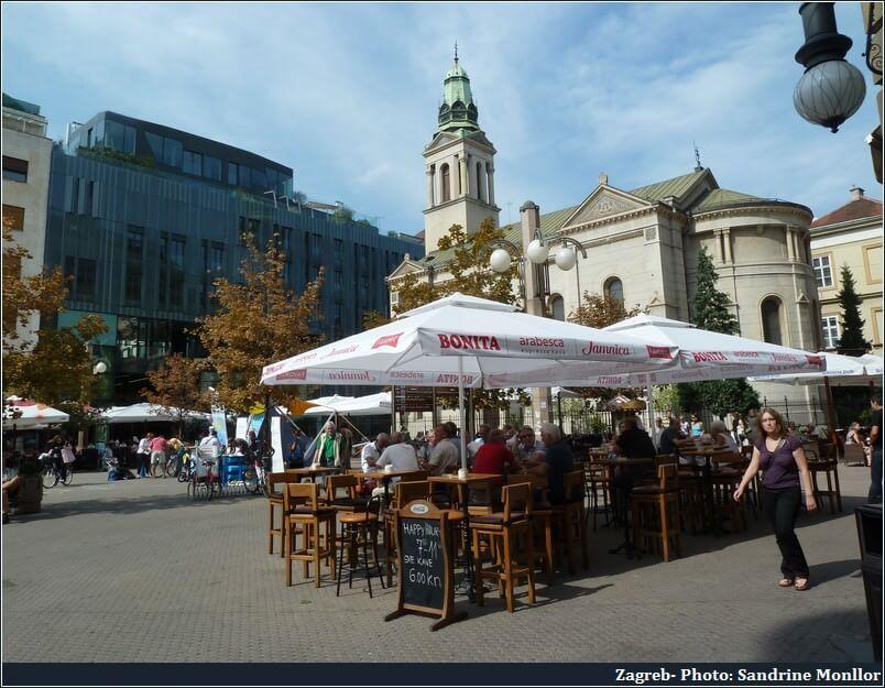 Zagreb terrasses de cafés et église