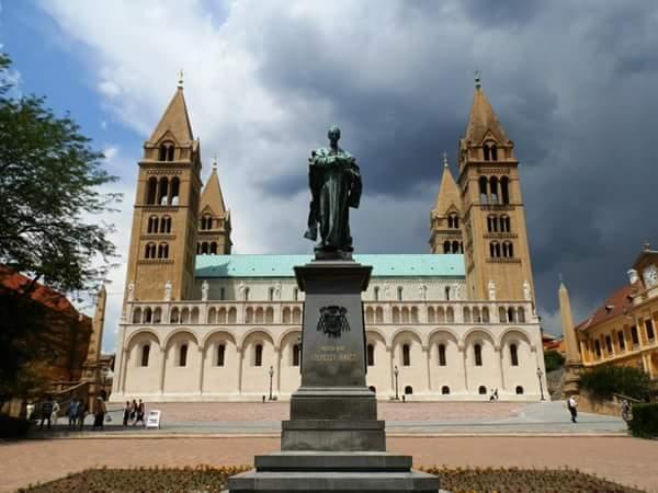visiter pécs cathédrale à quatre tours