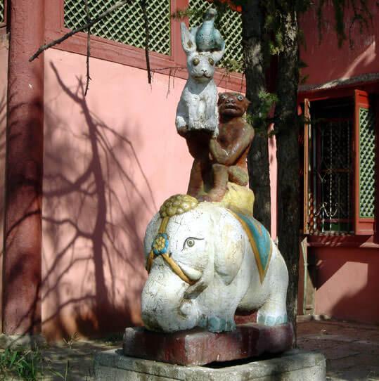 Oulan Bator statues au monastère bouddhiste de Gandan