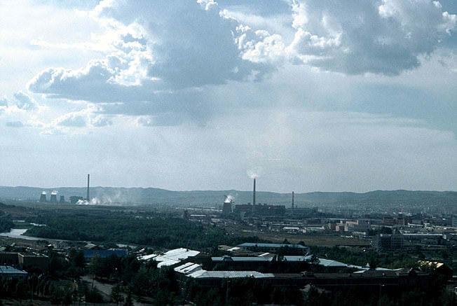 Oulan bator vue de tzaisan usines au loin