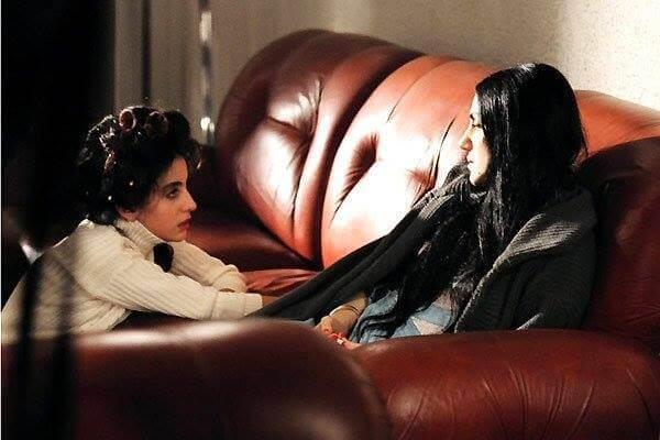 Prendre femme Ronit Elkabetz sur le divan