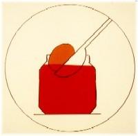 Tremper le pisanki dans la teinture rouge