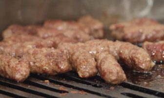 cevapcici serbes sur le grill