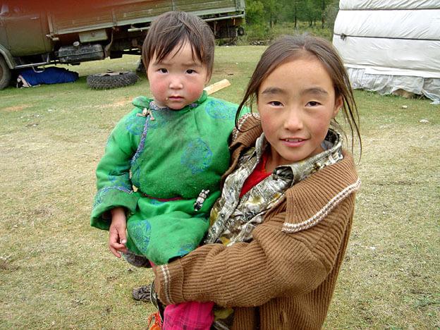 mongolie enfants mongols de barbe noire