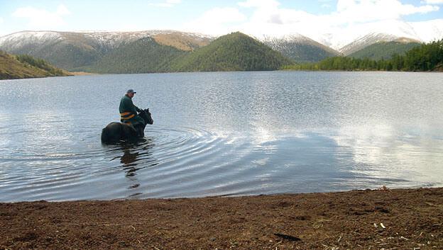 mongolie gawa dans le lac