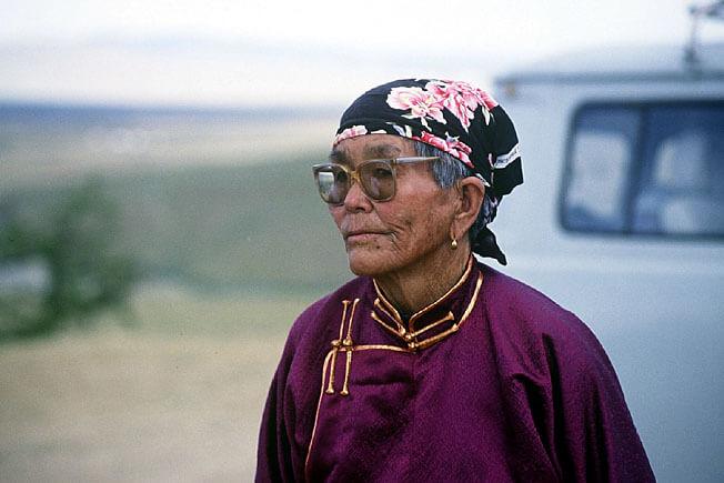 vieille femme en Mongolie