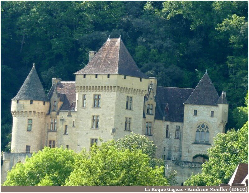 La Roque Gageac chateau en Dordogne