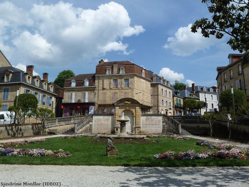 Sarlat fontaine et jardin