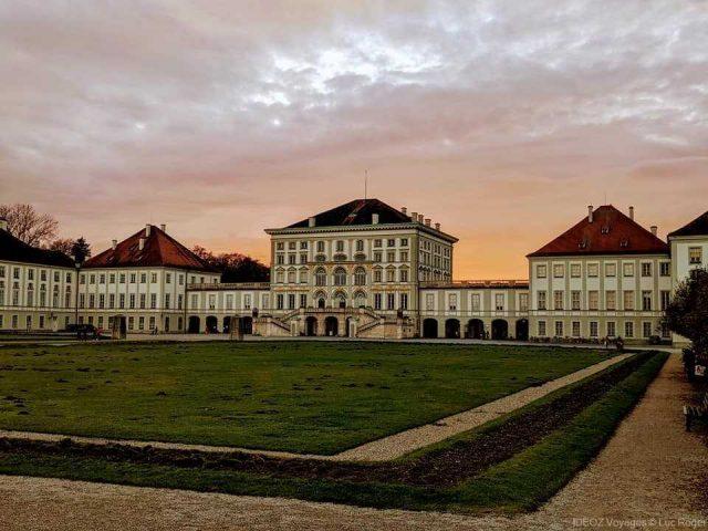 palais de nymphenburg au coucher du soleil en novembre