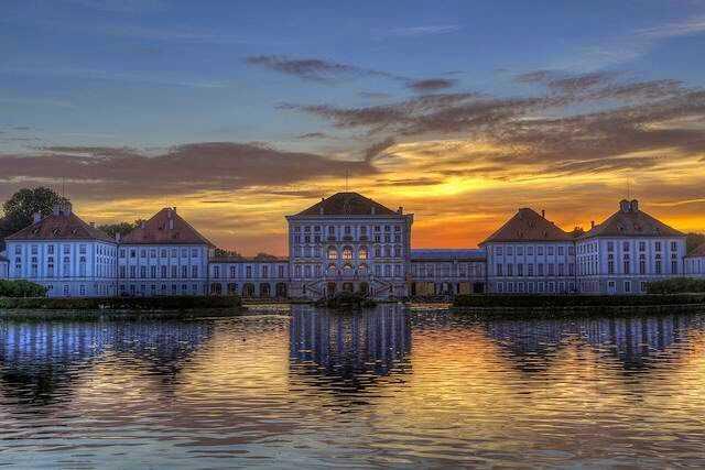 palais nymphenburg au crépuscule en hiver