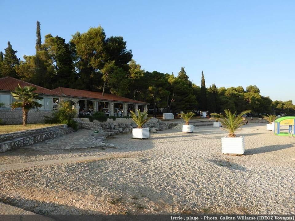 Plage de graviers en Istrie