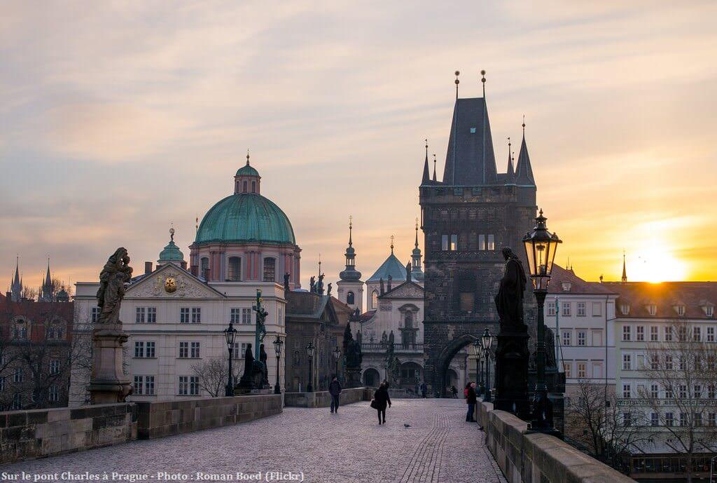 Prague Pont Charles au lever du soleil