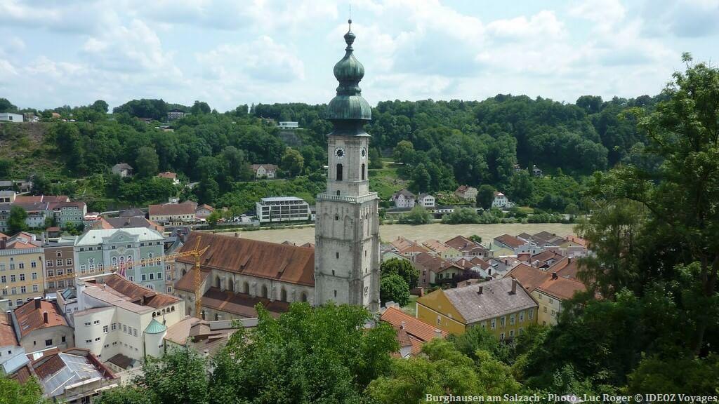 Burghausen am Salzach église et maisons du centre historique