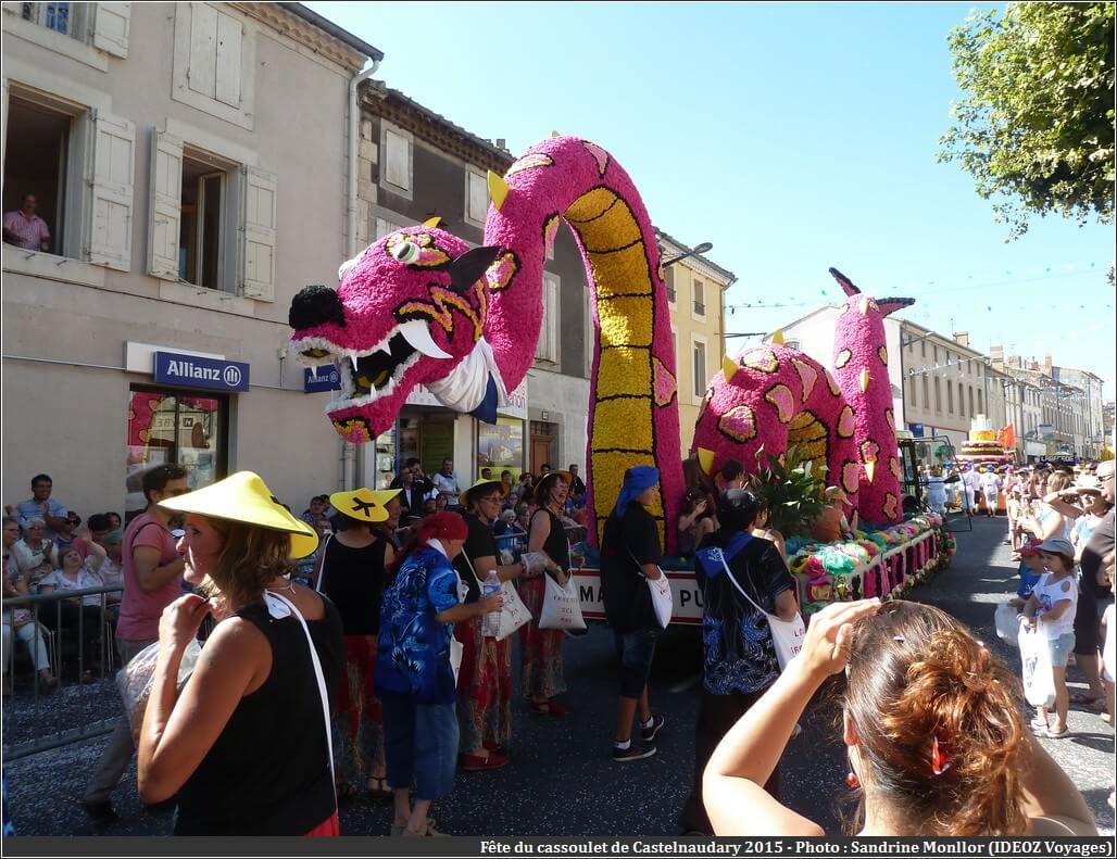 Défilé char du dragon fête du cassoulet castelnaudary 2015