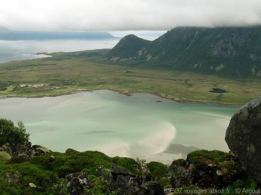 lac dans les îles Lofoten