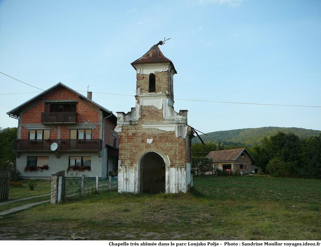 Chapelle en ruines dans le parc Lonjsko Polje
