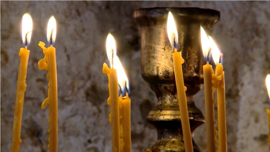 Cierges dans le monastère Tvrdos