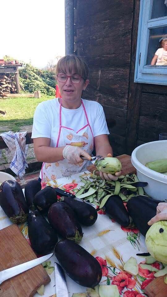 Epluchage des aubergines chez Janko Kezele