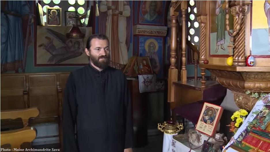 Moine Archimandrite Sava visite du monastère de Tvrdos