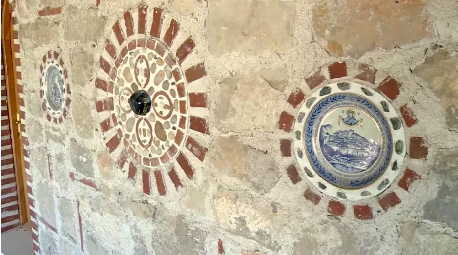 Monastère Tvrdos Ceramiques murales