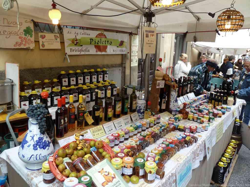 Marché de produits de toscane à Marradi
