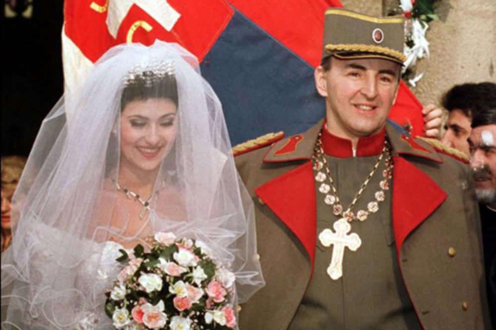 """mariage d'Arkan et Svetlana """"ceca"""" Raznatovic ; lui est criminel de guerre serbe et mafieux, elle chanteuse de turbo folk et diva des Balkans"""