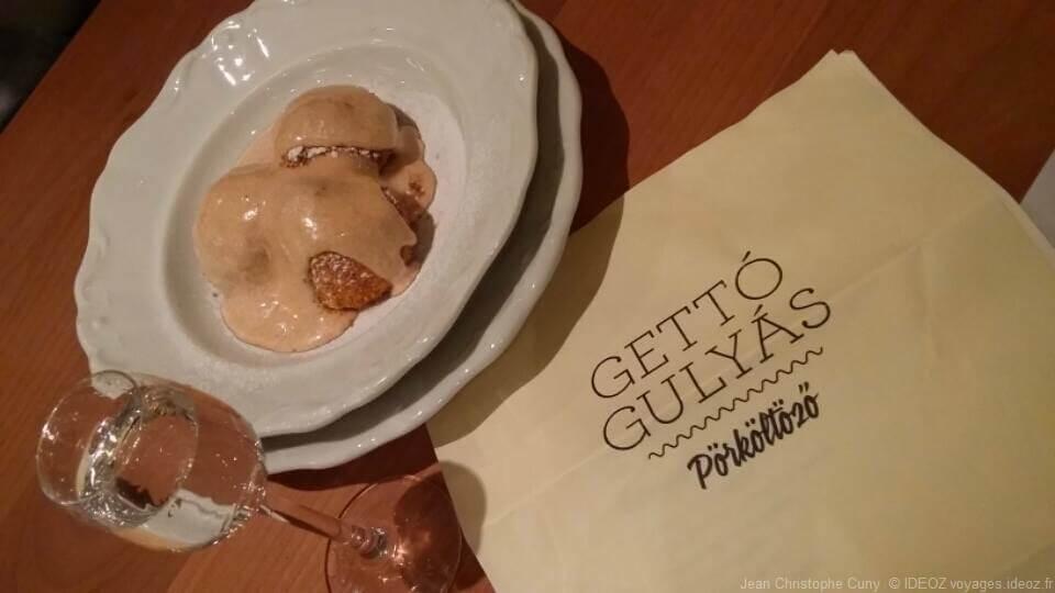 veau au paprika et boulettes de ricotta à la cannelle à Gettó Gulyás Budapest