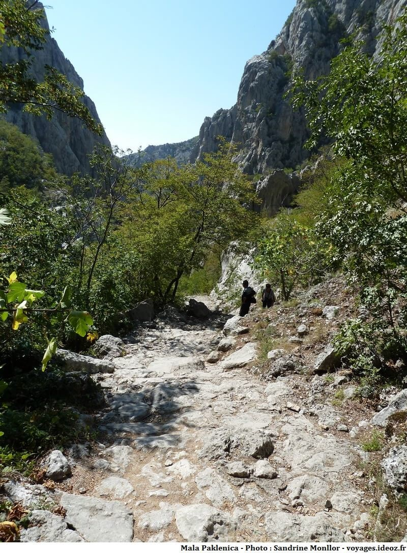 randonnée sur les sentiers rocheux de Mala Paklenica
