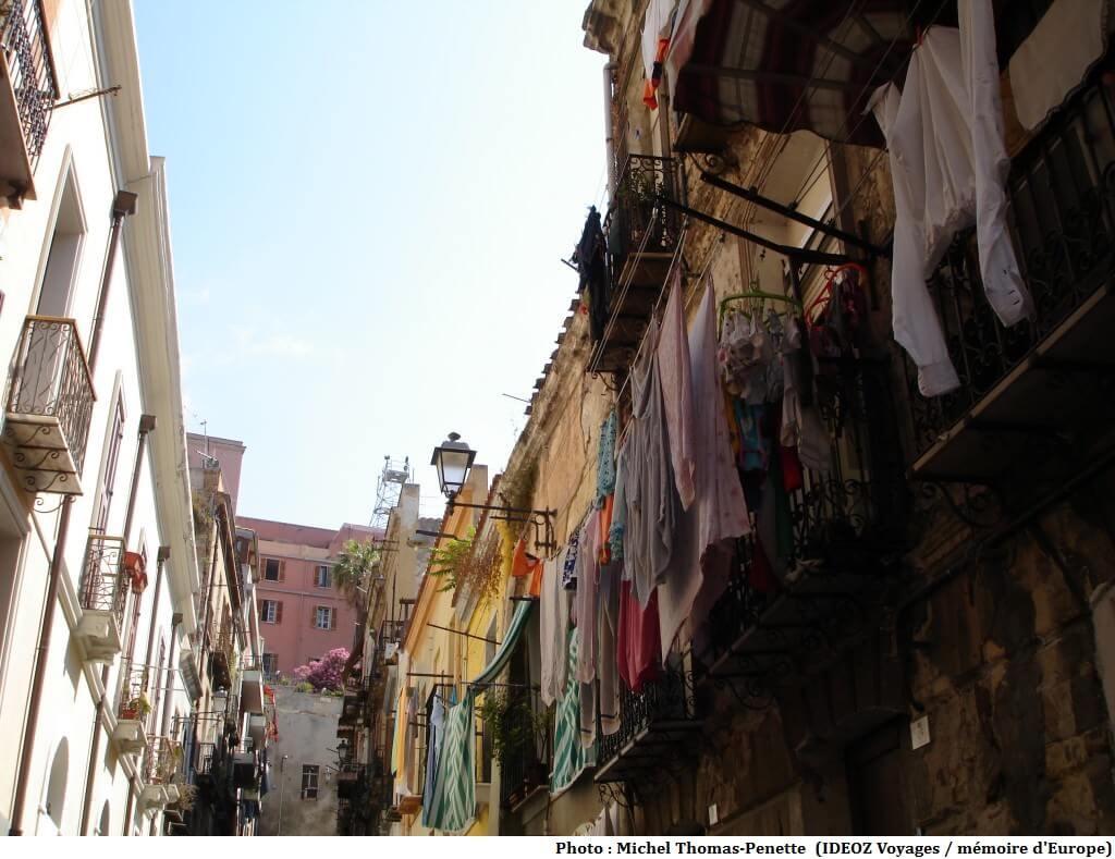 Sardaigne linge aux balcons