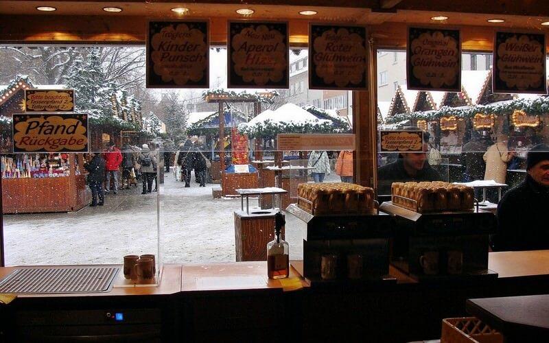 Gluhwein sur un marché de noël en Allemagne