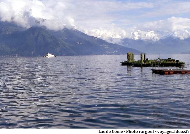 Lac de Côme au coeur des montagnes