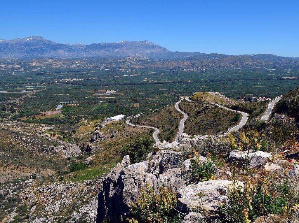 Route serpentine sur l'île de Crète
