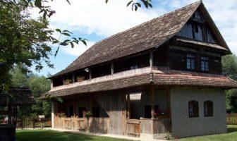 Stara lonja etno selo dans le parc Lonjsko Polje
