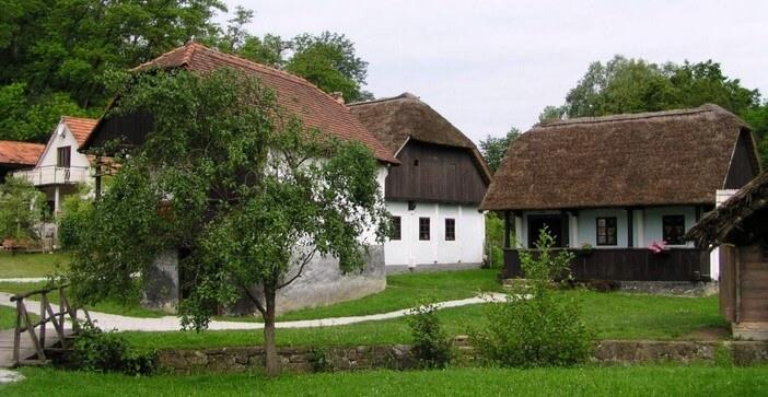 Kumrovec maisons de l'ethnovillage de Croatie centrale