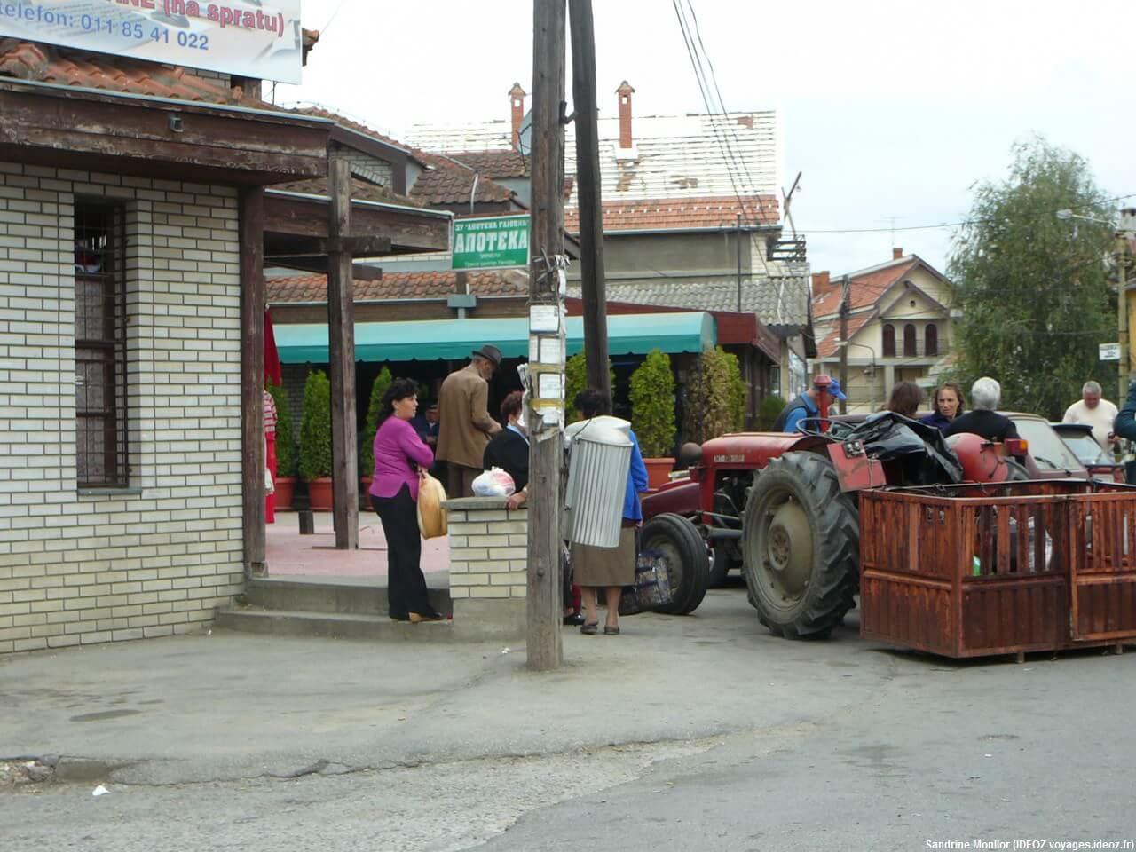 Marché de Umraci tracteur et vente d'animaux