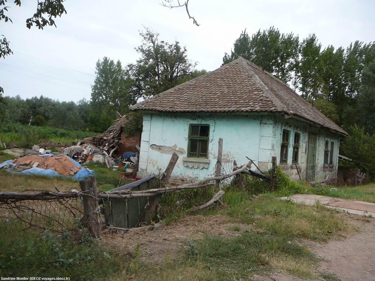 maison de tsiganes serbes près de Grocka sur la route de Rajinovac en Serbie centrale