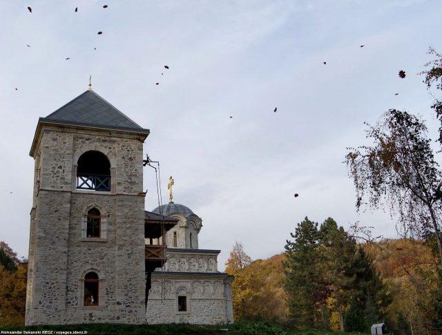 Eglise du monastère Staro Hopovo en automne