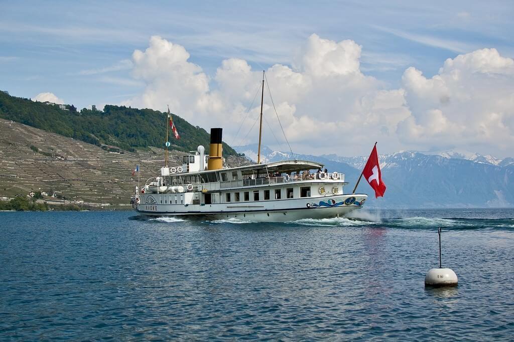 Naviguer sur le lac Leman en Suisse près de Genève
