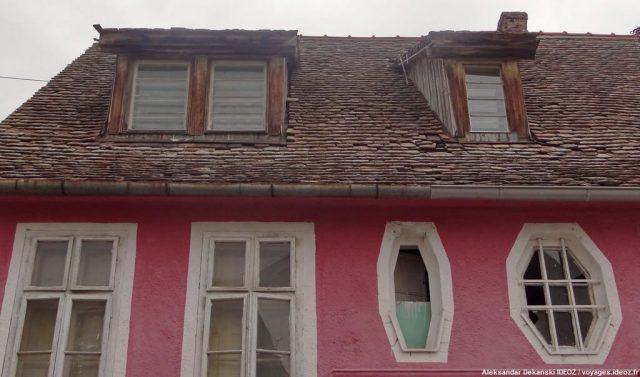 Ruma façade d'une maison et fenêtres